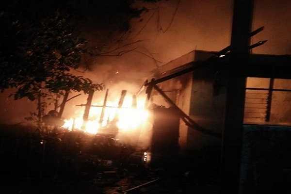 Diduga Akibat korsleting listrik Rumah Terbakar di Jaktim