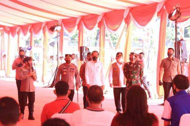 Jokowi Minta TNI-Polri Ikut Sukseskan Target Dua Juta Vaksinasi di Bulan Agustus