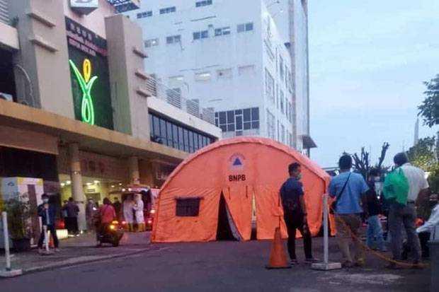 Pasien Covid Membludak, RSUD Kota Bekasi Pasang Tenda Darurat di Halaman Parkiran