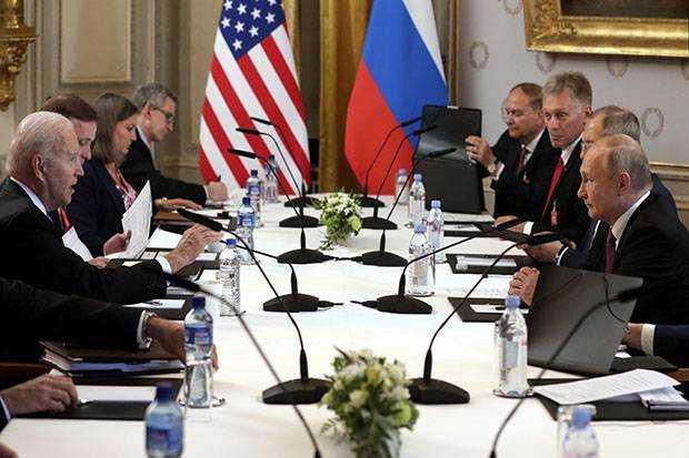 Putin Mengaku Puas dengan Hasil Pertemuan Dirinya dan Presiden AS Joe Biden
