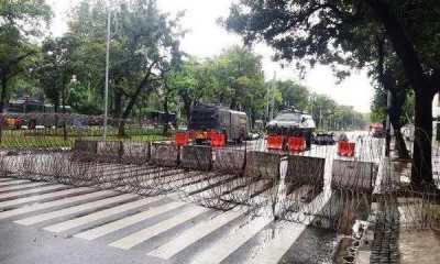 """Jelang Aksi Demo """"Jokowi End Game"""" Jalan Menuju Istana Dipasang Barrier Beton dan Kawan Berduri"""