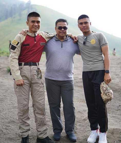 Pria Kembar Lulusan Akpol itu Ternyata Anak Irjen Pol Rachmat Mulyana