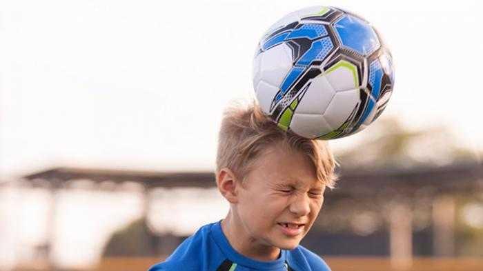 Hati-hati, Menyundul Bola Bisa Mengganggu Fungsi Otak