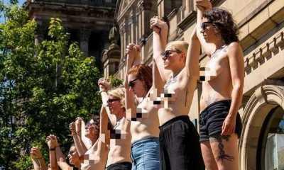 Protes Perubahan Iklim, 12 Wanita Inggris Demo Bertelanjang Dada di Leeds Art Gallery
