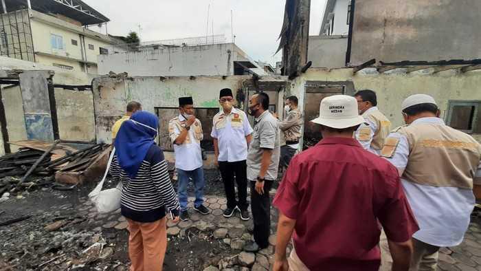 Legislator Gerindra Salurkan Bantuan ke Korban Kebakaran di Jalan Mahkamah Medan
