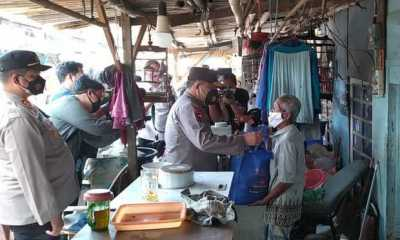 Kapolda Metro Kunjungi Kampung Pemulung di Depok Sembari Berikan Sumbangan