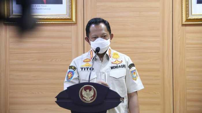 Menteri Tito Dorong Kepala Daerah dan Forkompimda Ikut Salurkan Bansos ke Masyarakat