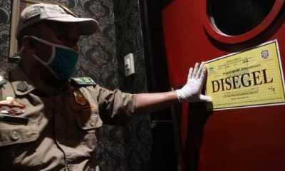 Tetap Operasi Saat PPKM Darurat, Satpol PP Bandung Tutup Paksa Tempat Karaoke