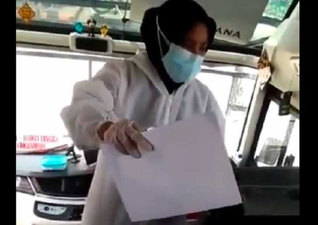 Viral! Video Wanita Berpakaian APD Jual Surat Bebas Covid-19 Tanpa Tes Swab di Dalam Bis