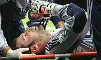 Begini Cara Penanganan Cedera Kepala di Pertandingan Sepak Bola