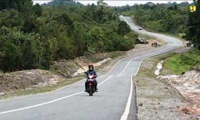 Ketua Komisi V Cek Lagsung Proyek Pembangunan Jalan Pararel di Batas RI-Malaysia