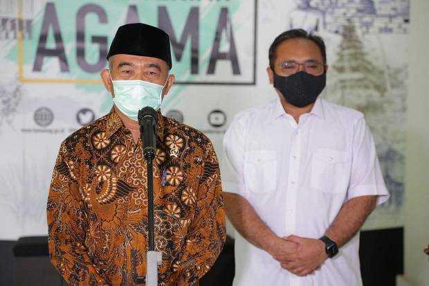 Gulali Pinggir Jalan Kelurahan Sodohoa Kendari Barat Diborong Menteri PMK