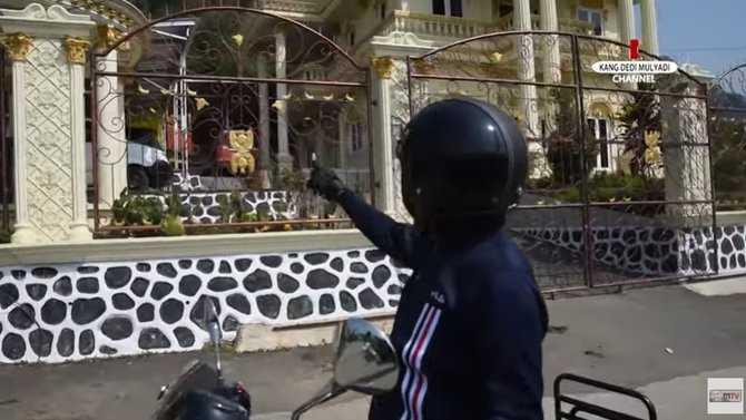 Usai Ditemui Dedi Mulyadi, Kepala Desa Tazir Melintir Ini Menjadi Viral di Medsos