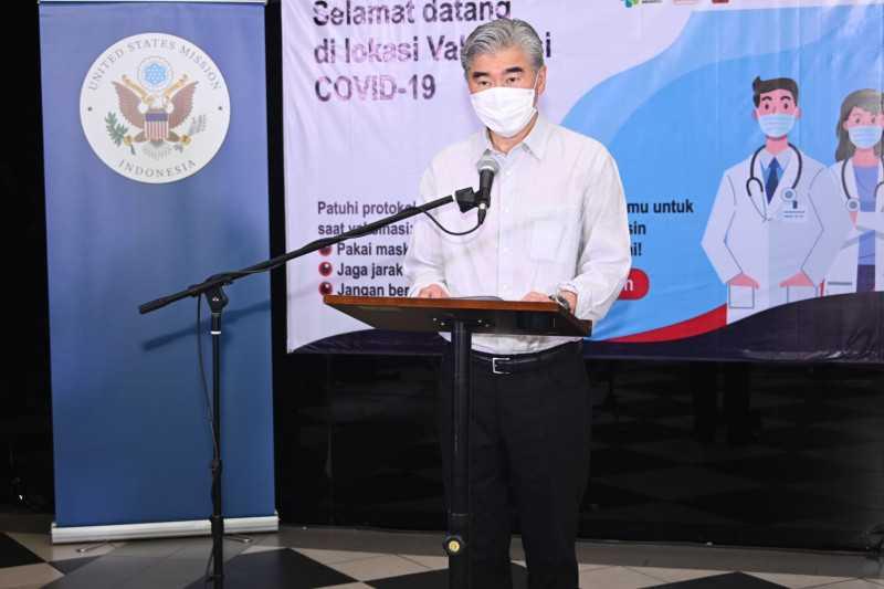 Dubes AS Kunjungi Lokasi Vaksinasi Suntikan Pfizer di Jakarta