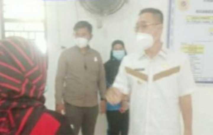 Bupati Labusel Sidak Vaksinasi di Kantor Desa Asam Jawa dan Puskesmas