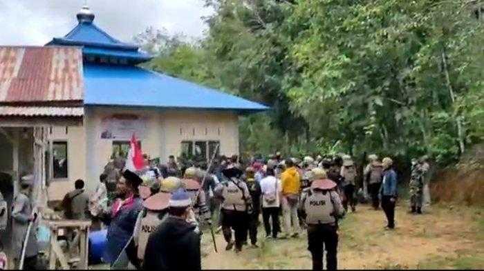 Masjid Ahmadiyah di Kalbar Dirusak Ratusan Massa Usai Salat Jumat