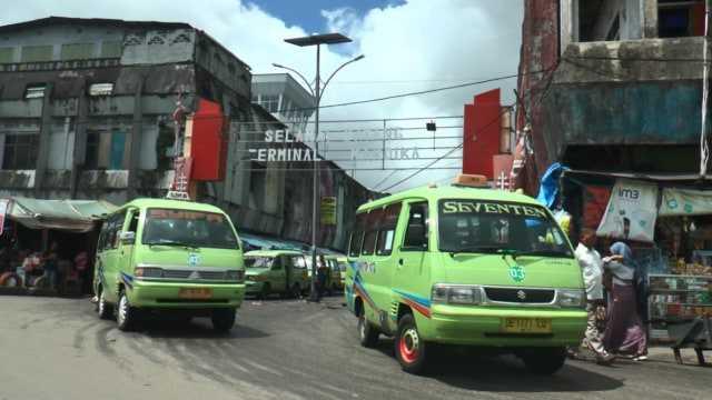 Walikota Ambon, Richard Louhanapessy Akan Pangkas Jumlah Angkot Hingga Tersisa 33 Unit