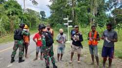 Berantas Covid-19 Di Perbatasan Papua, Satgas Yonif 512/QY Lakukan Pembagian Masker Secara Berkala