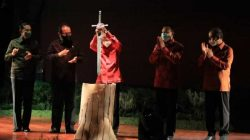 Buka Festival Seni Bali Jani III, Gubernur Tancapkan Pedang